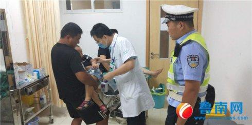 儿童受伤送医,交警一路护送