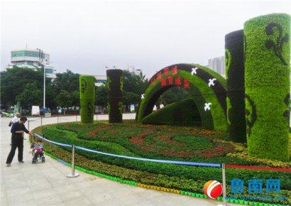 立体花坛扮靓火车站广场
