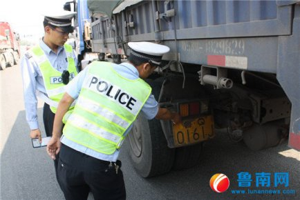 太阳GG高速交警开展涉牌涉证违法行为专项行动