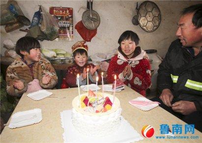 迟到的蛋糕,庆祝别样生日 11岁女孩如愿为妹妹点燃5根蜡烛