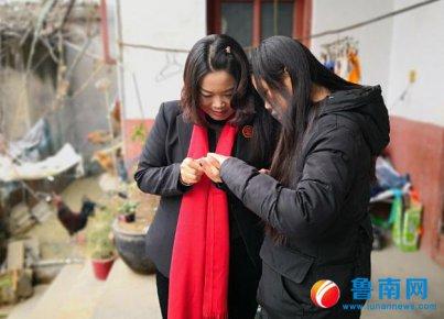 临沂市孤贫儿童志愿者服务团郯城团志愿者舒永红:把姐弟俩当成�