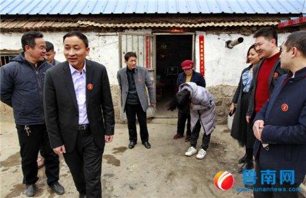 临沂市孤贫儿童志愿者服务团走访多名孤贫儿童