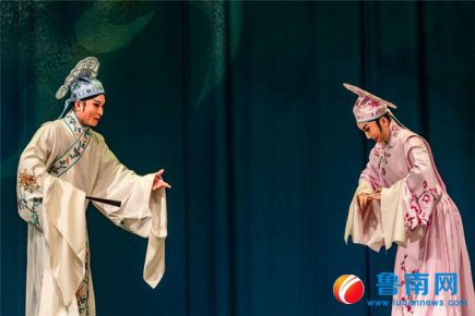 新排传统柳琴戏《梁山伯与祝英台》上演