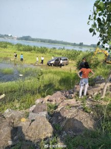 山东一男子驾车带5个孩子冲进水库溺亡 疑因家庭压力大自杀