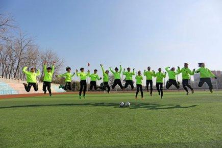 """踢出国门的临沂郯城女足是怎样""""炼""""成的?"""