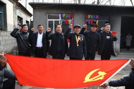 新春走基层|抗战老兵闫兴福的第31次家庭党员会