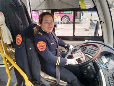 临沂唯一一名BRT女驾驶员刘士英――她很牛,18年保持�