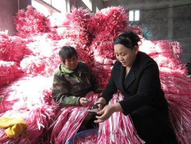 """白手起家的""""西瓜网袋大王""""于学艳:用小网袋编织出脱贫大梦想"""