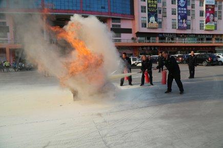 临沂兰山警方在小商品城举行消防安全培训演练