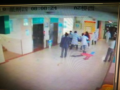 心梗男子消化科就诊,医护团队携手救治 1分钟大逆转,抢回患者