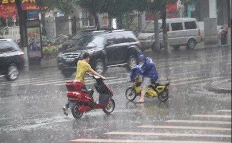暴雨如注!临沂一女子即将临盆……