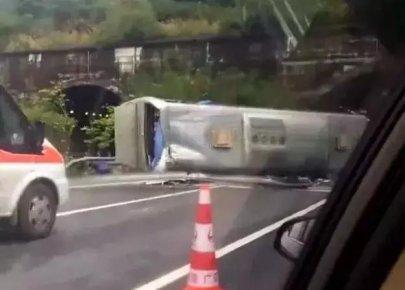 警 示 | 惨烈!大巴车突发侧翻致3死9伤(内附视频)!�