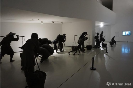 展览第三单元《收租院》群雕