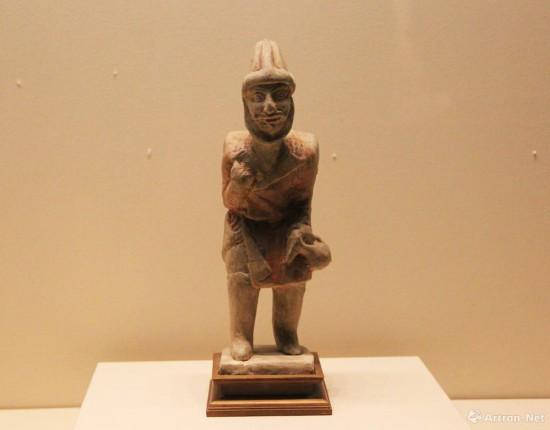 彩绘背包袱男胡俑  唐代  高27cm  中国国家博物馆藏