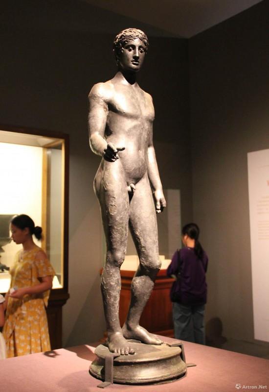 男青年青铜雕像 公元前5世纪   125.5x45.5x37cm 意大利那不勒斯国家考古博物馆藏