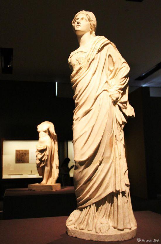 雅典娜大理石雕像  公元1世纪-公元5世纪 高145cm   意大利罗马蒙特马尔蒂尼中心博物馆