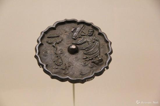 达摩渡海铜镜   金  直径15.2cm  中国国家博物馆藏