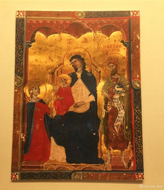 哺乳圣母  约1320年  木板坦培拉  原件收藏于意大利锡耶纳国家画廊  画面值得注意的是圣母的形象,她拥有细长的东方式的研究,而怀中的圣子则是圆圆的眼睛,典型的西方样貌,反映出14世纪,西方与东方相关的一切在欧洲都蔚为时尚。