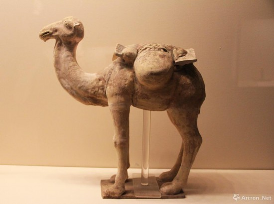 黄釉驮袱骆驼  唐代  高49.5cm  中国国家博物馆藏