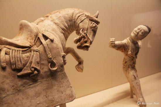 彩绘陶马与胡人驯马俑