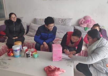"""李公河社区幼儿园""""迎新春,送温暖""""走访贫困家庭"""