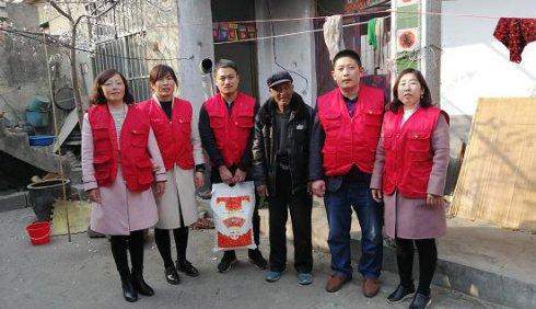 卞桥镇组织巾帼志愿者开展爱心志愿服务活动