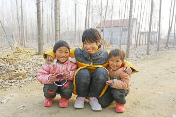 弟弟和妹妹们是李娜成长路上最好的玩伴。(1)_conew1.jpg