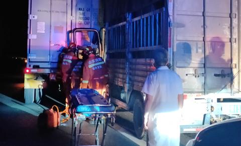 深夜高速司机被困,费县消防救援大队紧急救援
