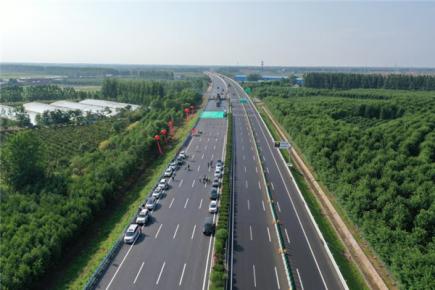 双向八车道通行!京沪高速改扩建工程十标全段路面主体完
