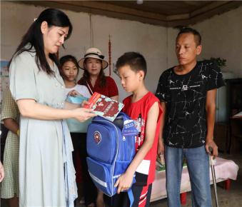 7个家庭设立10万元爱心基金 救助孤贫儿童