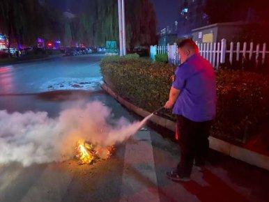 兰山城管中元节劝导劝停1081起违规焚烧纸钱行为