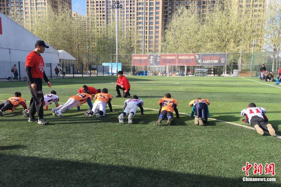 孩子们在巨石达阵上课。受访者供图
