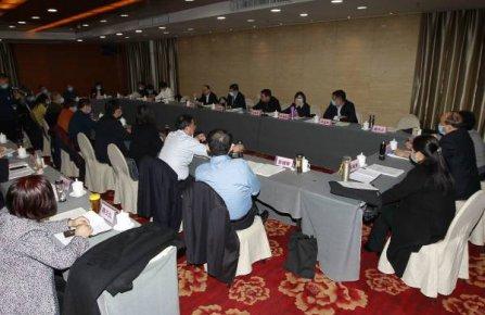 市委领导与委员分组讨论《政府工作报告》