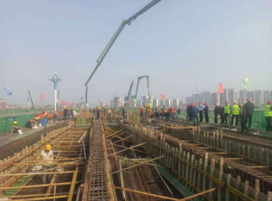 北京路沂河桥首联混凝土浇筑完成