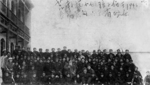 耄耋老人寻70年前抗小同学有新进展  1946年春节师生慰问省政�
