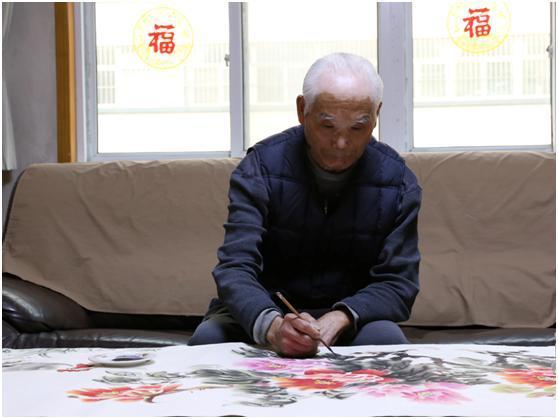 """病魔缠身无私助学 80岁老人陈希龙获评助人为乐类""""中国好人"""""""
